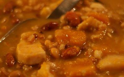 Zuppa di legumi, zucca e patate dolci